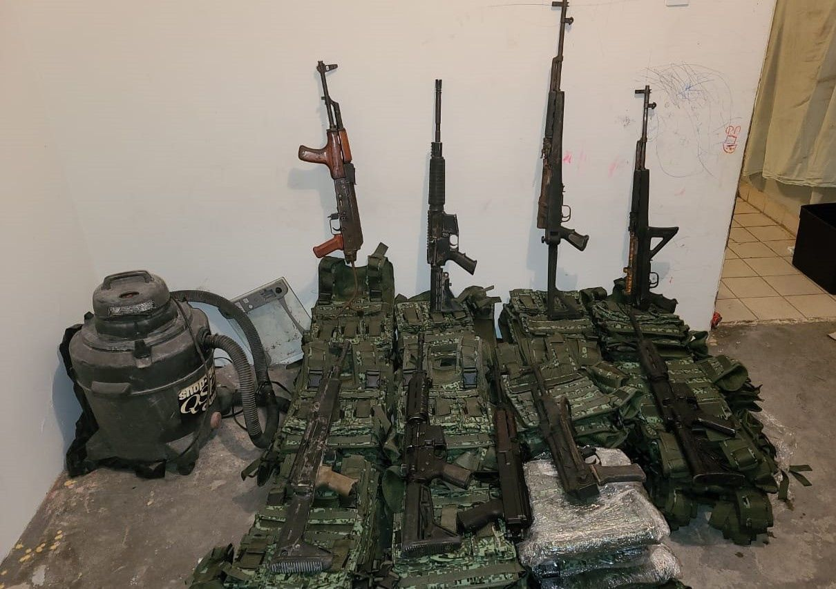Armamento procedente de Estados Unidos que fue incautado por autoridades mexicanas en Tamaulipas.
