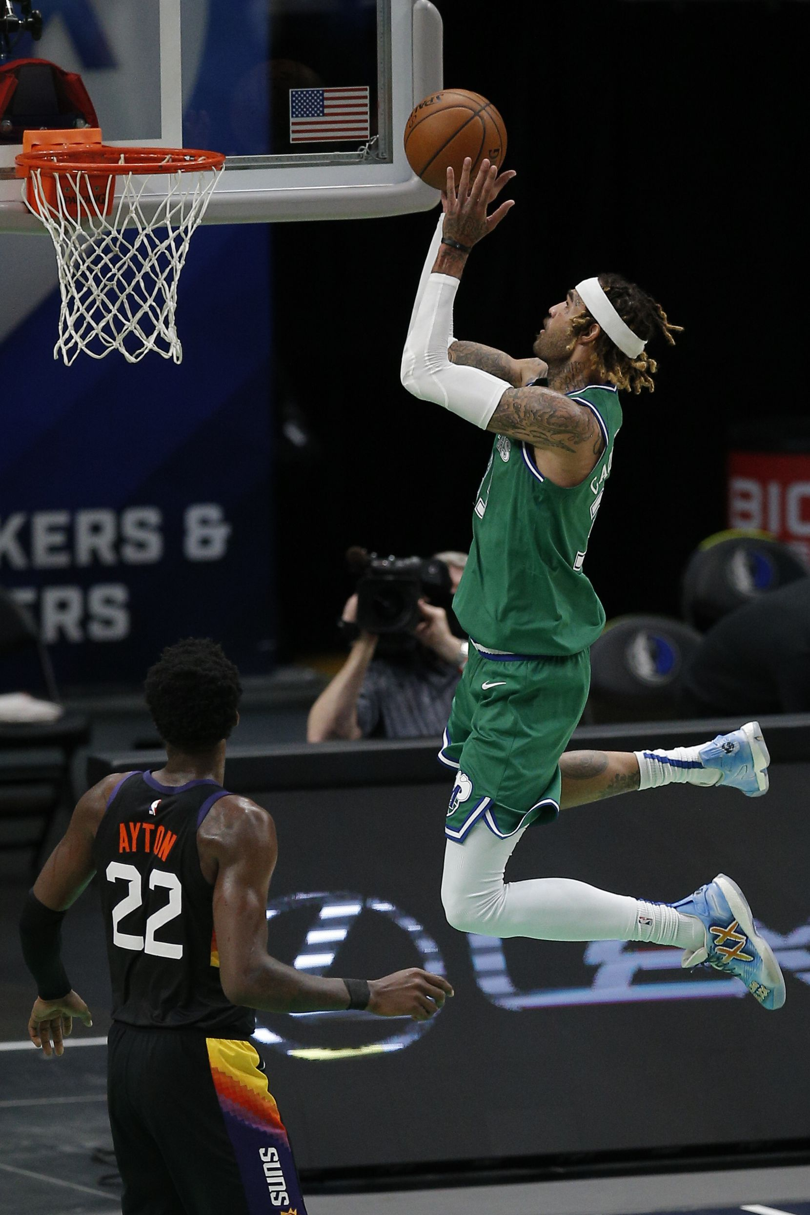 Dallas Mavericks forward Willie Cauley-Stein (33) attempts a layup as Phoenix Suns forward Deandre Ayton (22) defends during the first half of an NBA basketball game in Dallas, Saturday, January 30, 2021. (Brandon Wade/Special Contributor)