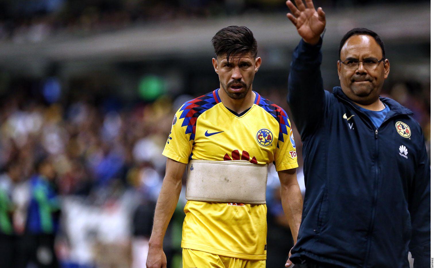 """El DT del América, Miguel """"Piojo"""" Herrera, comentó que su jugador, Oribe Peralta (centro), debe de ir al Mundial pese a que sólo lleva tres goles en la Liga. AGENCIA REFORMA"""