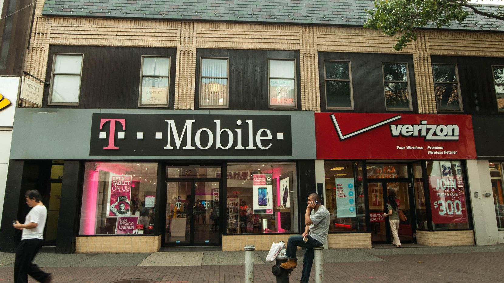 Las telefónicas T-Mobile y Verizon.(Getty Images)