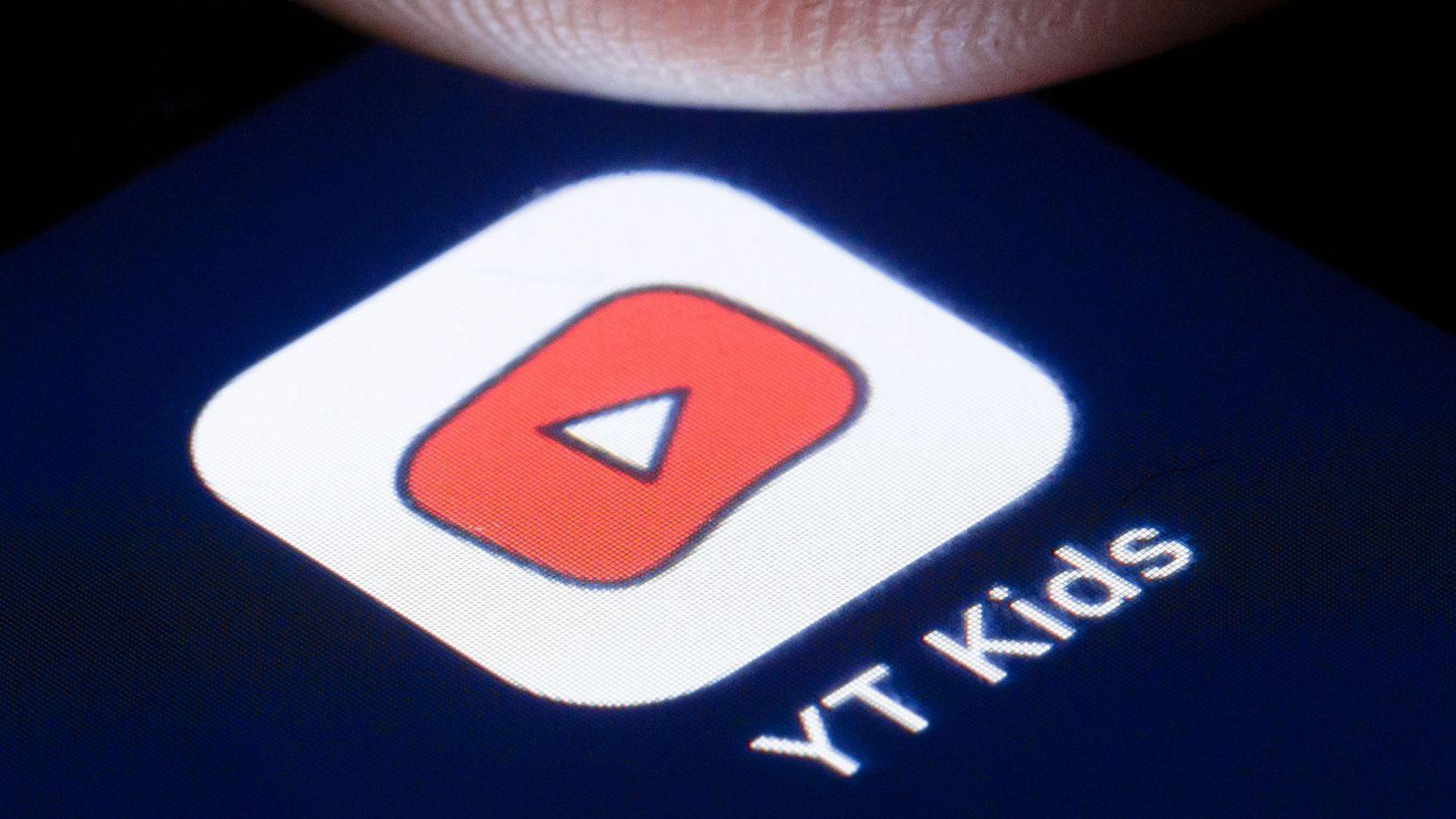 Fotografía de un celular mostrando la app Youtube Kids.