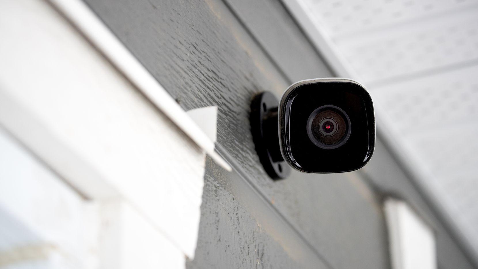"""Un empleado de ADT instalaba cámaras de seguridad y luego accedía a ellas para su """"gratificación personal"""", según un fallo judicial a nivel federal."""