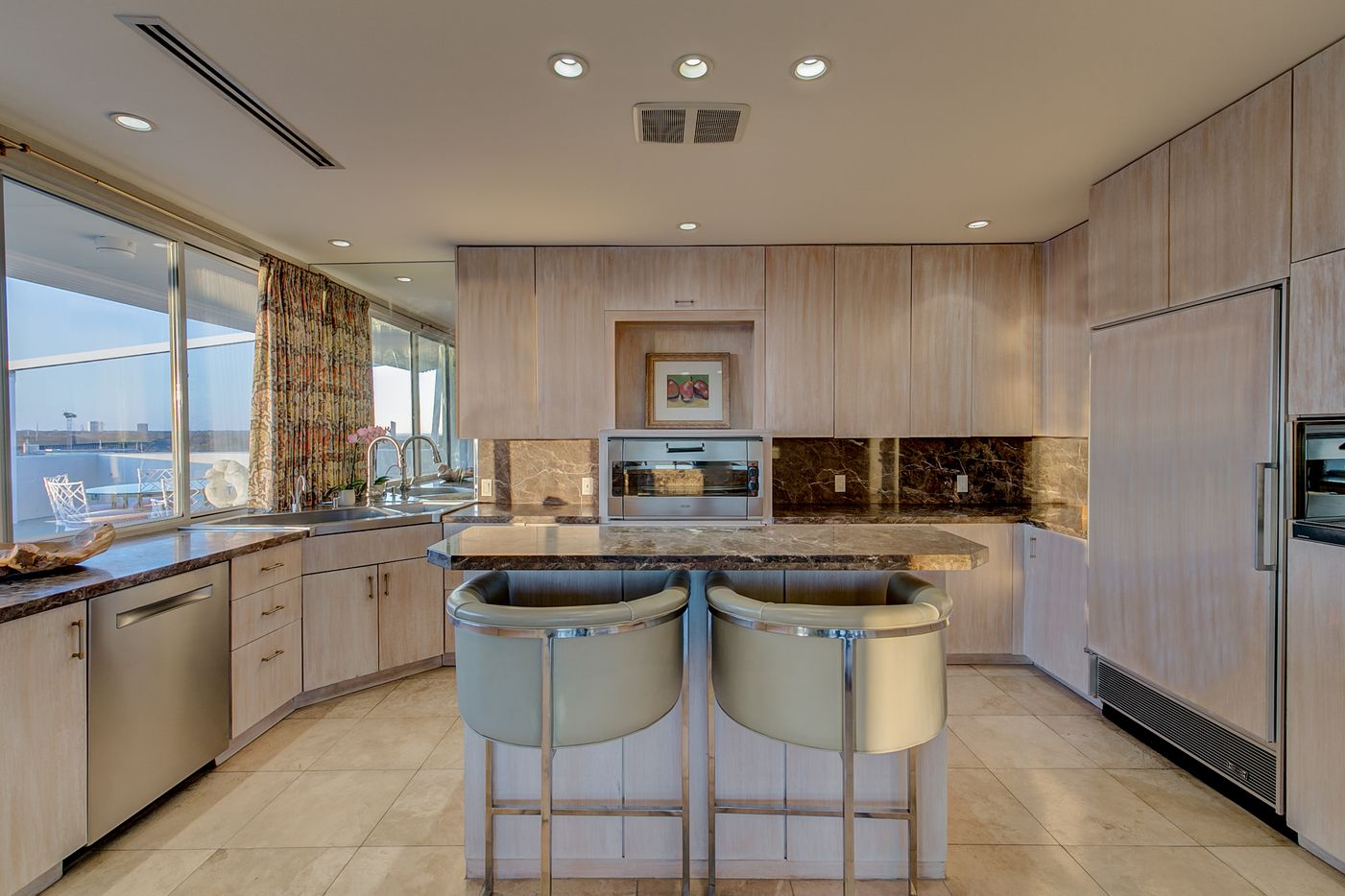 A look at the kitchen at 3701 Turtle Creek Boulevard Penthouse A in Dallas.