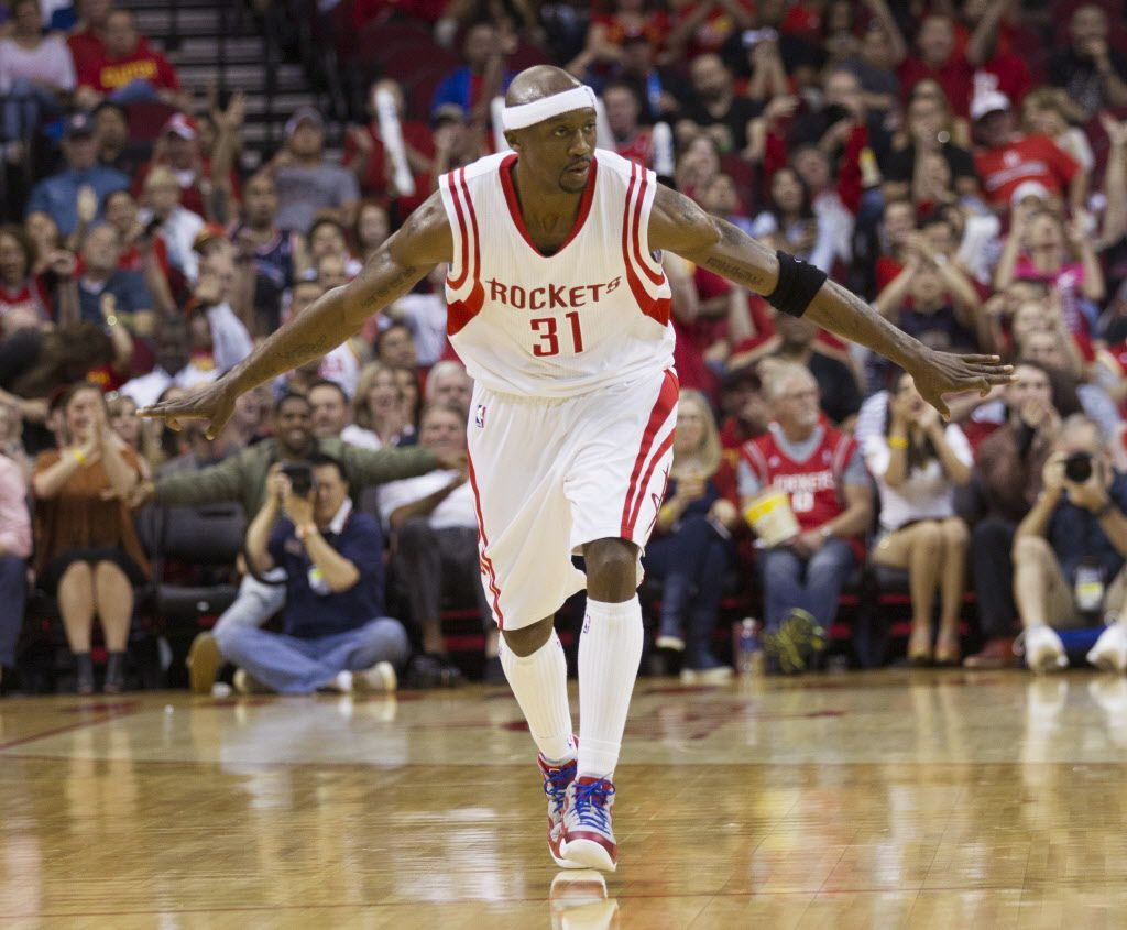 Having played the last two seasons for Houston, former Maverick Jason Terry is open to the possibility of returning to Dallas, where he still lives in the offseason. But he'll weigh his options carefully in free agency. (AP Photo/Bob Levey)