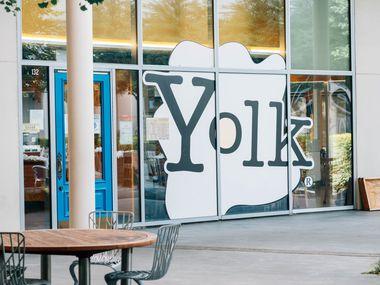 Los exteriores de Yolk, en One Arts Plaza, en el distrito de artes en Dallas.