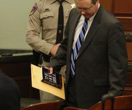 Este lunes comenzó la audiencia de sentencia para el ex juez de paz del condado de Kaufaman Eric Williams (der.), quien fue hallado culpable la semana pasada de un cargo de homicidio capital. (DMN/VERNON BRYANT)