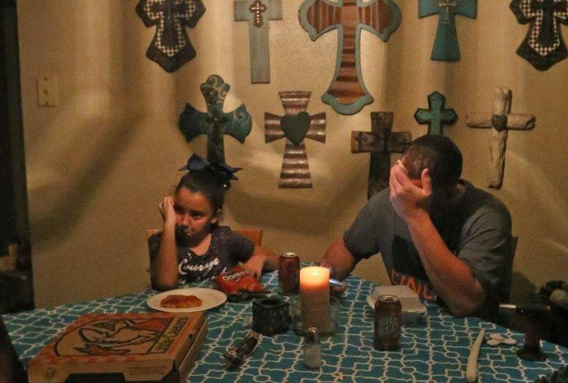 Michael Ward y su hija de 9 años McKinley se enteran de la condición médica de Ryland, sobrino, de Michael.  LOUIS DeLUCA/DMN
