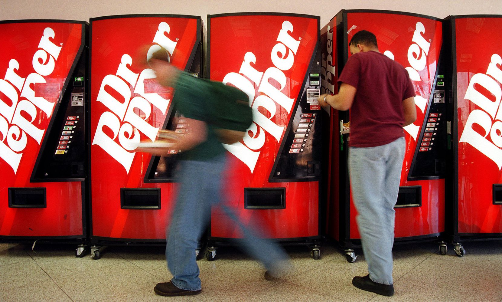 Arlington High students drop their money in the row of Dr. Pepper soft drink vending machines during the lunch hour, published Feb. 28, 1998.