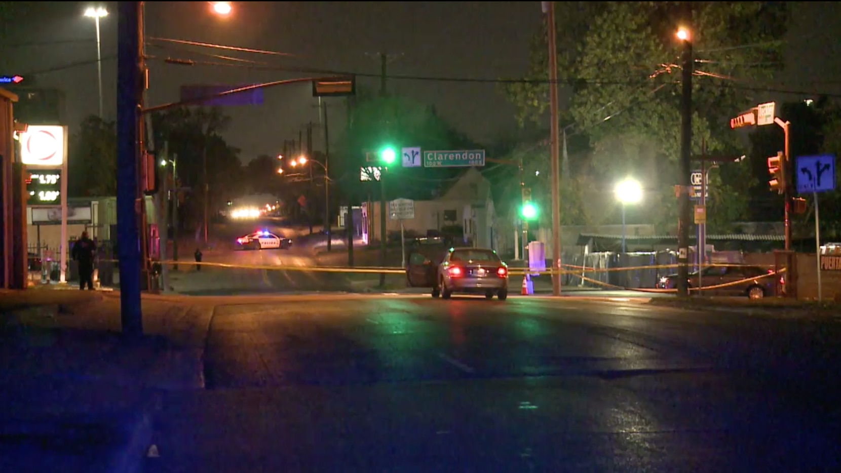 Cinta policial acordona la escena de un crime el sábado 14 de noviembre de 2020 en East Oak Cliff.