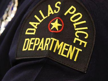 La policía de Dallas promueve el uso de utilizar el sistema en línea para denunciar delitos. Para casos violentos sí se recomienda el uso del sistema 911.