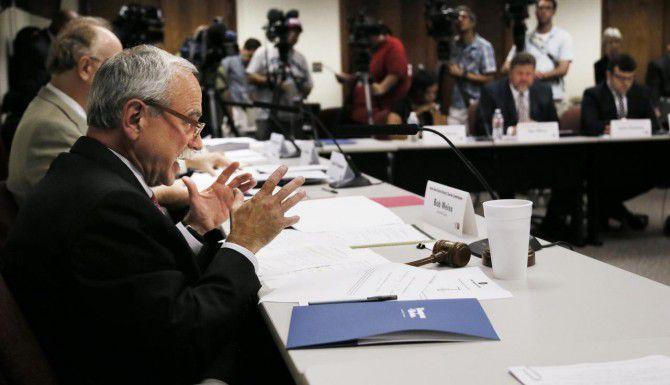 La comisión de Autonomía para el distrito escolar de Dallas celebró su reunión final el lunes, sin haber logrado traer una nueva forma de gobernancia al DISD. (AP/ARCHIVO)