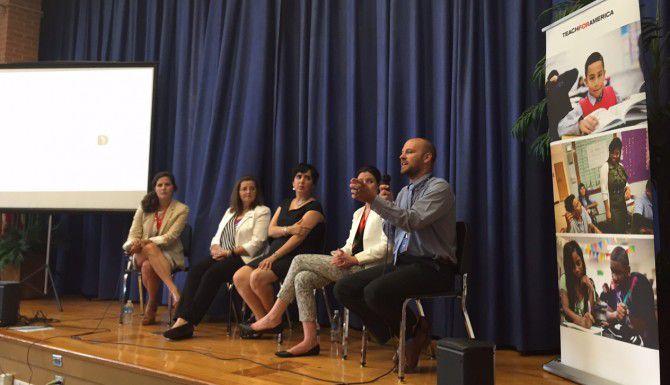 Representantes de Teach for America y organizaciones locales participan en una sesión informativa sobre el programa. (AL DÍA/ANA E. AZPURUA)