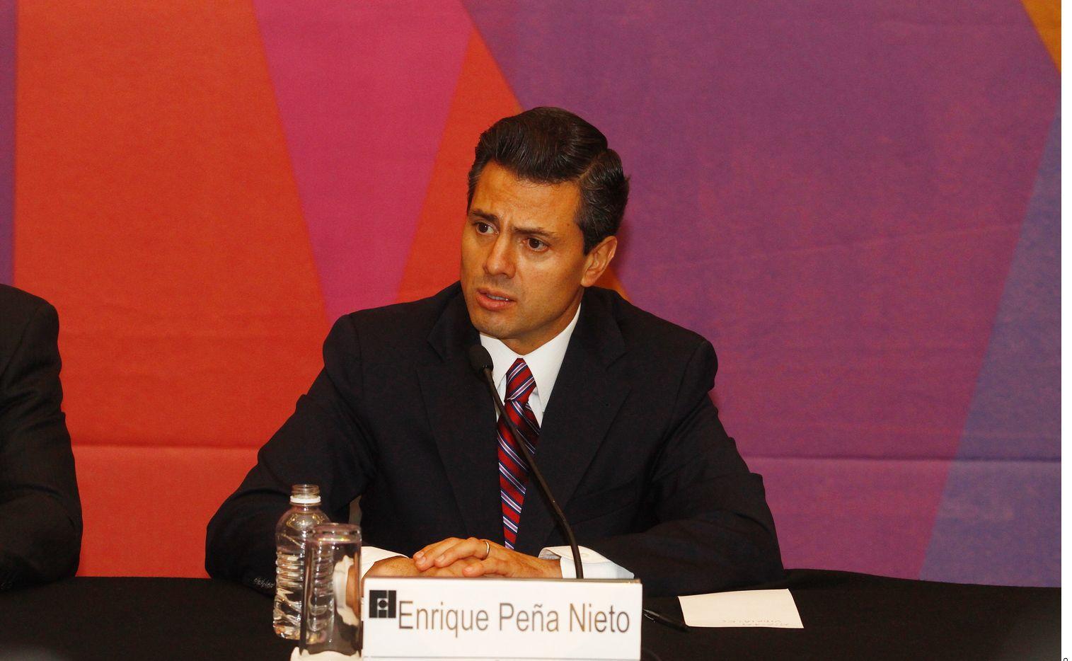 Paulina Peña, hija del ex presidente mexicano Enrique Peña Nieto (foto), se comprometió con su pareja, Fernando Tena.