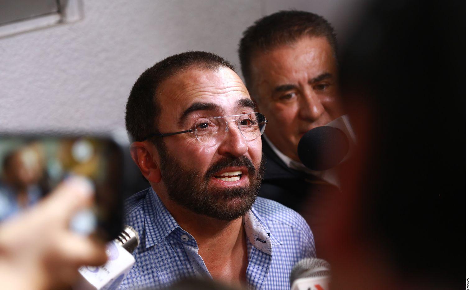 """El hijo del """"Charro de Huentitán"""", Vicente Fernández Jr. (foto) podría demandar por daño moral a su expareja."""