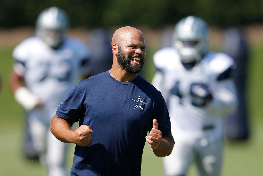 Dallas Cowboys passing game coordinator and defensive backs coach Kris Richard runs with the team as they prepare for practice at The Star in Frisco, Texas on Wednesday, September 19, 2018. (Vernon Bryant/The Dallas Morning News)