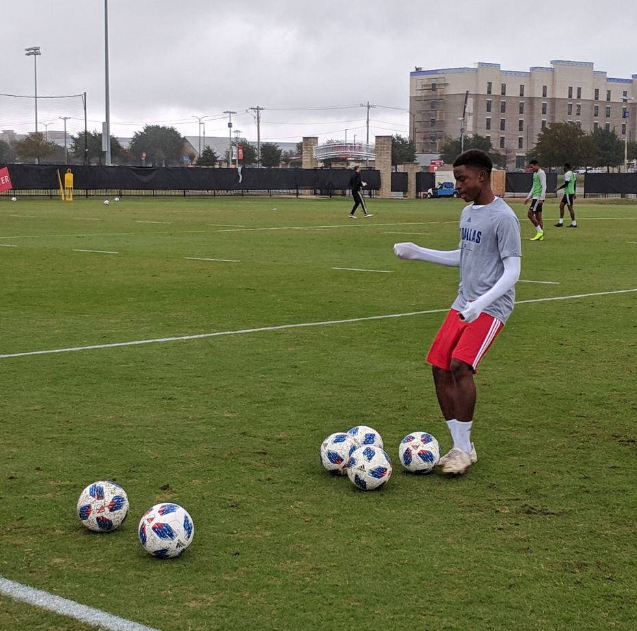 Dante Sealy takes part in senior team training. (10-25-18)