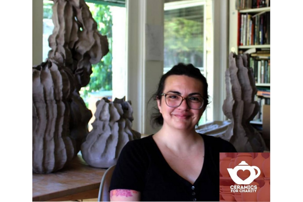 Karla Garcia, una artista que radica en Oak Cliff, es la única artista del Norte de Texas que participará en esta exhibición virtual, organizada por Ceramics For Charity.