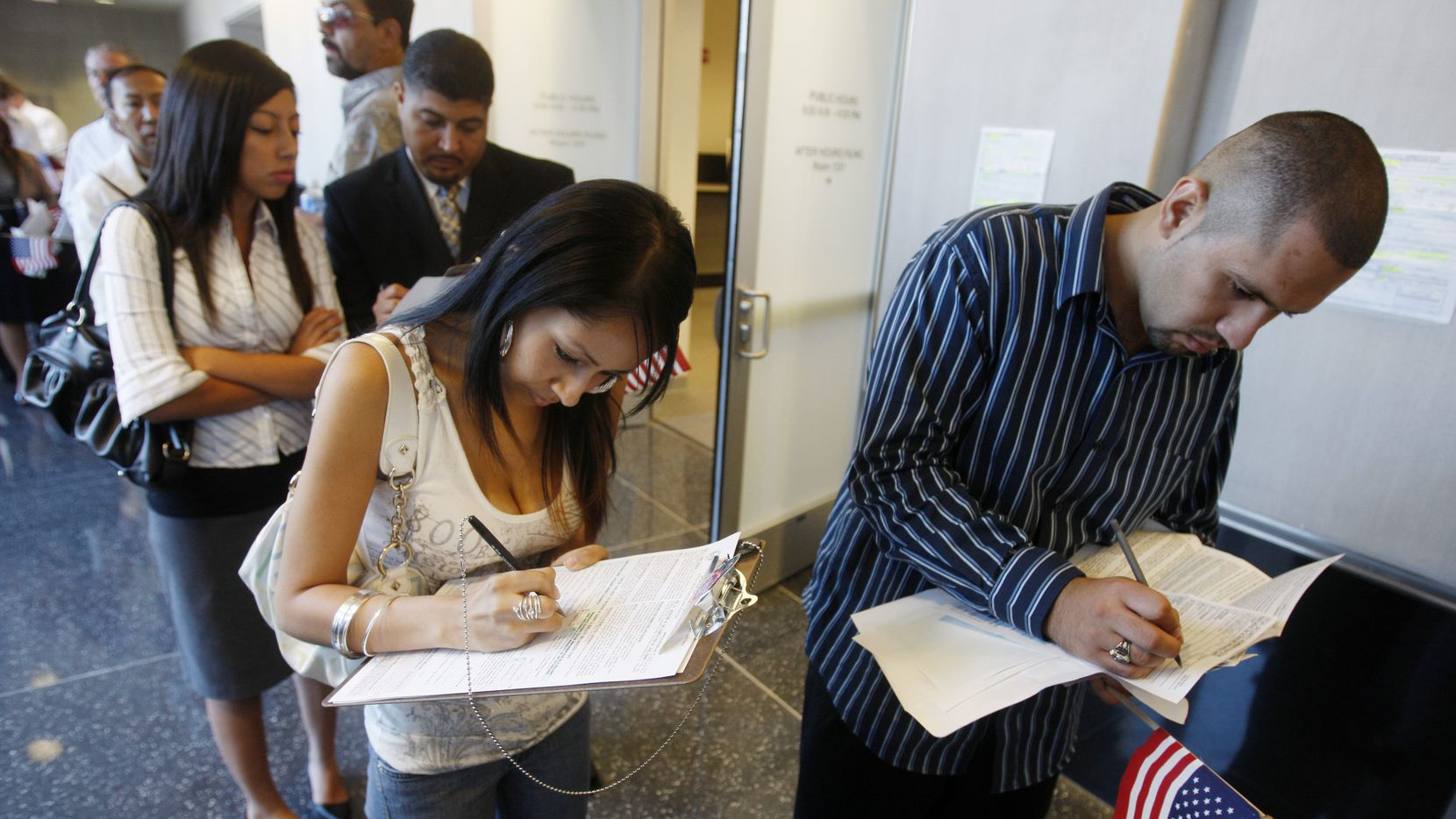 New U.S. citizens fill out voter registration forms. (File Photo/The Associated Press)