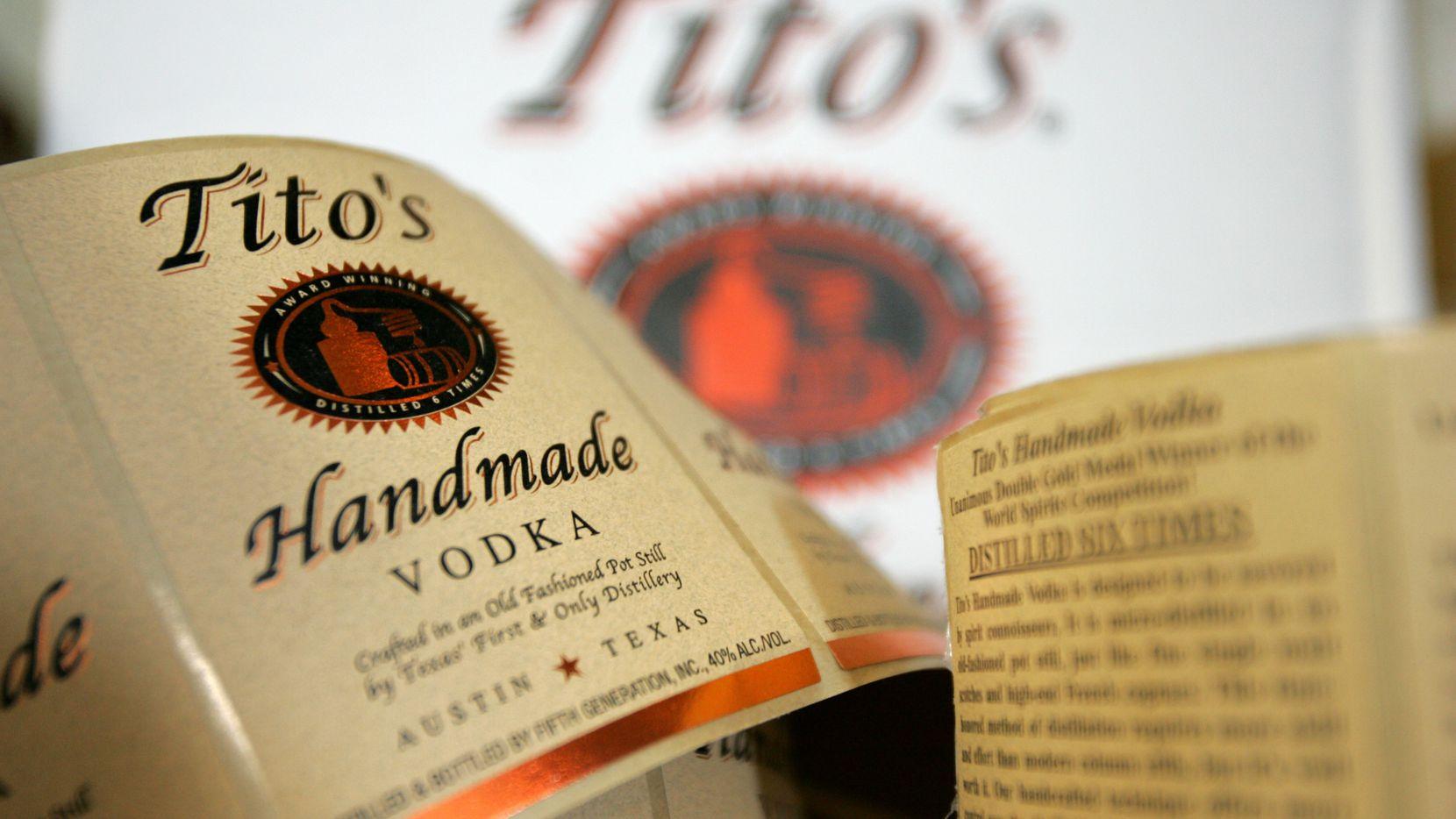 Tito's Handmade Vodka recomendó que no lo usen como método antibacterial.