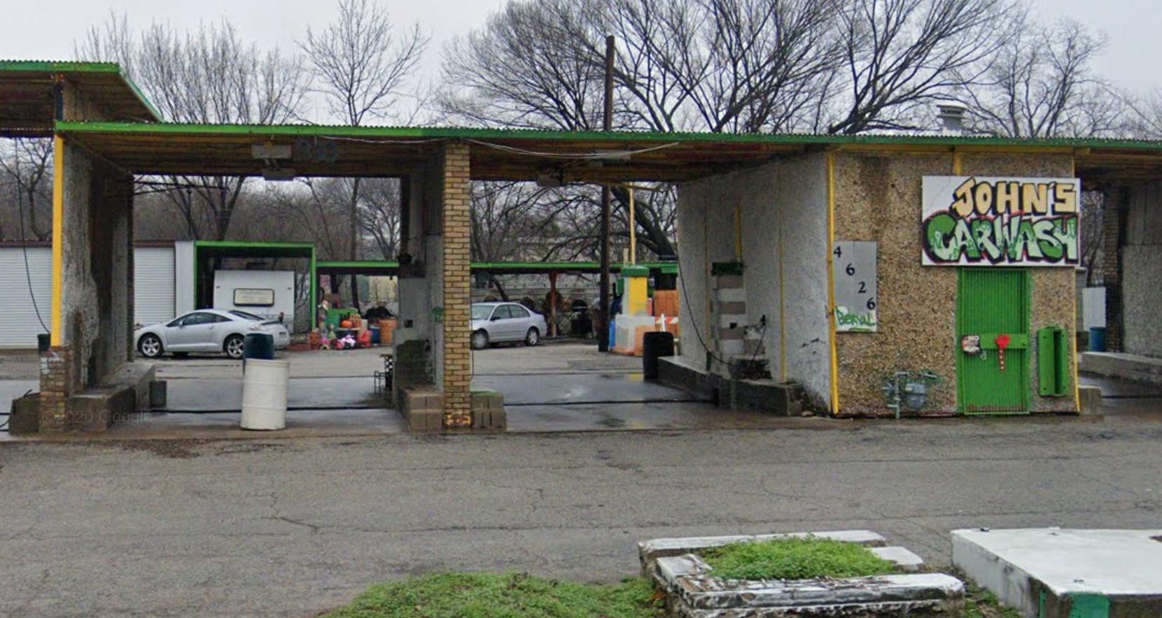John's Car Wash está localizado en el 4626 Bernal Drive de Dallas.