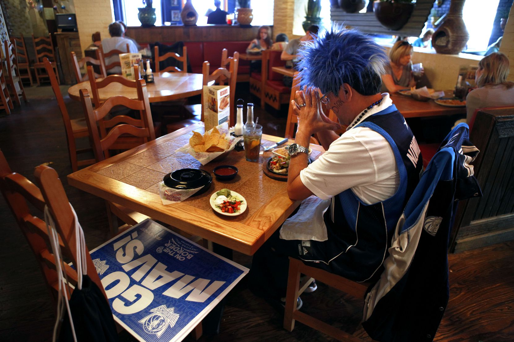 "Back in 2011, Dallas Mavericks fan Johnny Romo said a prayer before his lunch at the Knox Street location of On The Border Mexican Grill & Cantina in Dallas. The location was giving out ""Go Mavs!"" signs during the team's playoff run and eventual NBA championship."