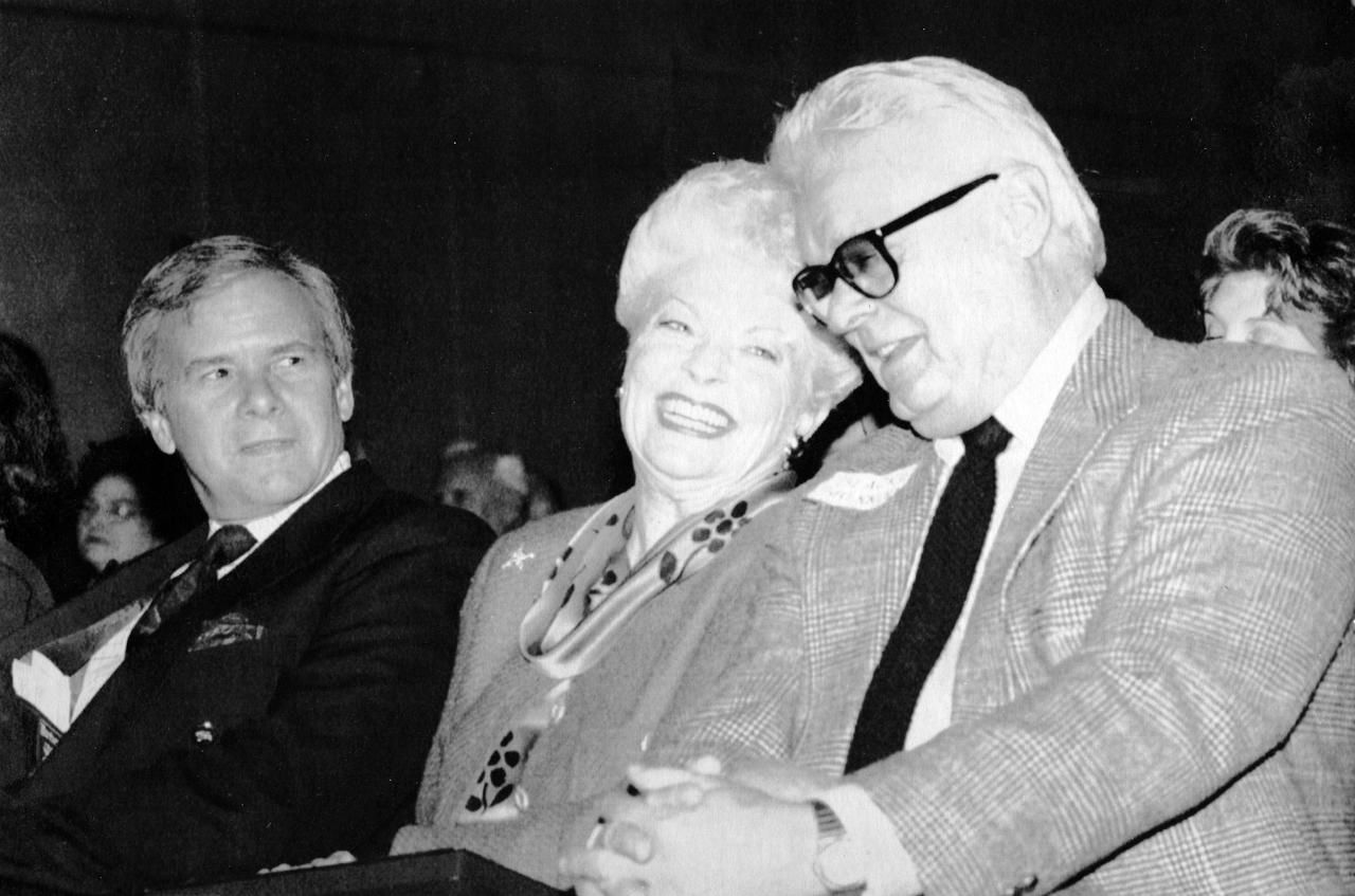 Texas Gov. Ann Richards found herself caught between two journalists — Blackie Sherrod (right) of The Dallas Morning News and Tom Brokaw of NBC — at the Headliners Club annual awards ceremonies in Austin in February 1992. Sherrod was honored for lifetime achievement and Brokaw was named Headliner of the Year.