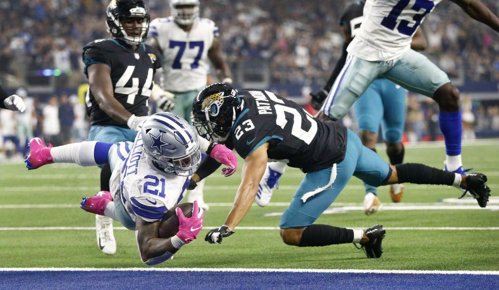Ezekiel Elliott (21) anotó un touchdown en el último cuarto de la victoria de Dallas sobre Jacksonville el domingo. (Tom Fox/The Dallas Morning News)