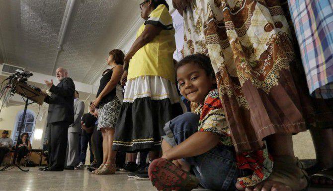Kingson Noe Suazo David, de 4 años, será uno de los migrantes que recibirá una bendición del papa Francisco en persona, (AP/RICHARD DREW)