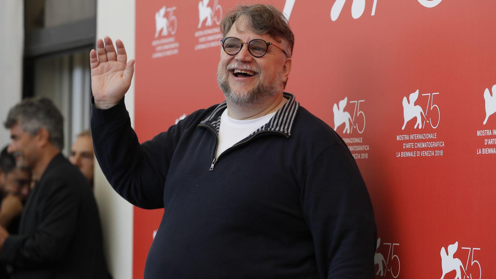 En esta fotografía de archivo del 29 de agosto de 2018 el presidente del jurado Guillermo del Toro posa para en una sesión para miembros del jurado de la 75ª edición del Festival de Cine de Venecia en Venecia, Italia.
