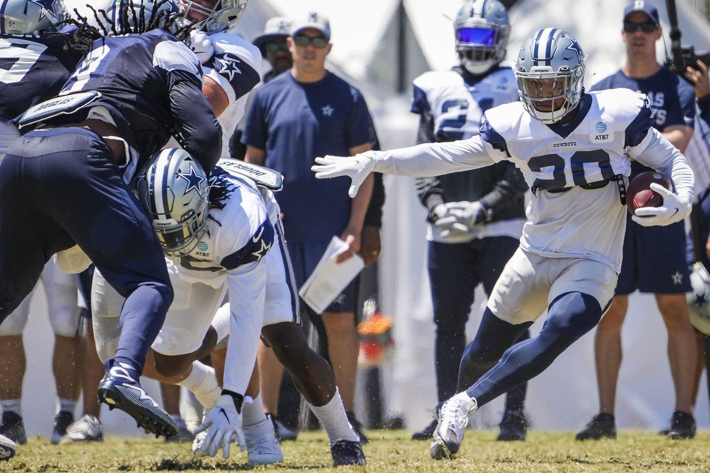 Dallas Cowboys running back Tony Pollard (20) runs the ball during a practice at training camp on Sunday, Aug. 1, 2021, in Oxnard, Calif.