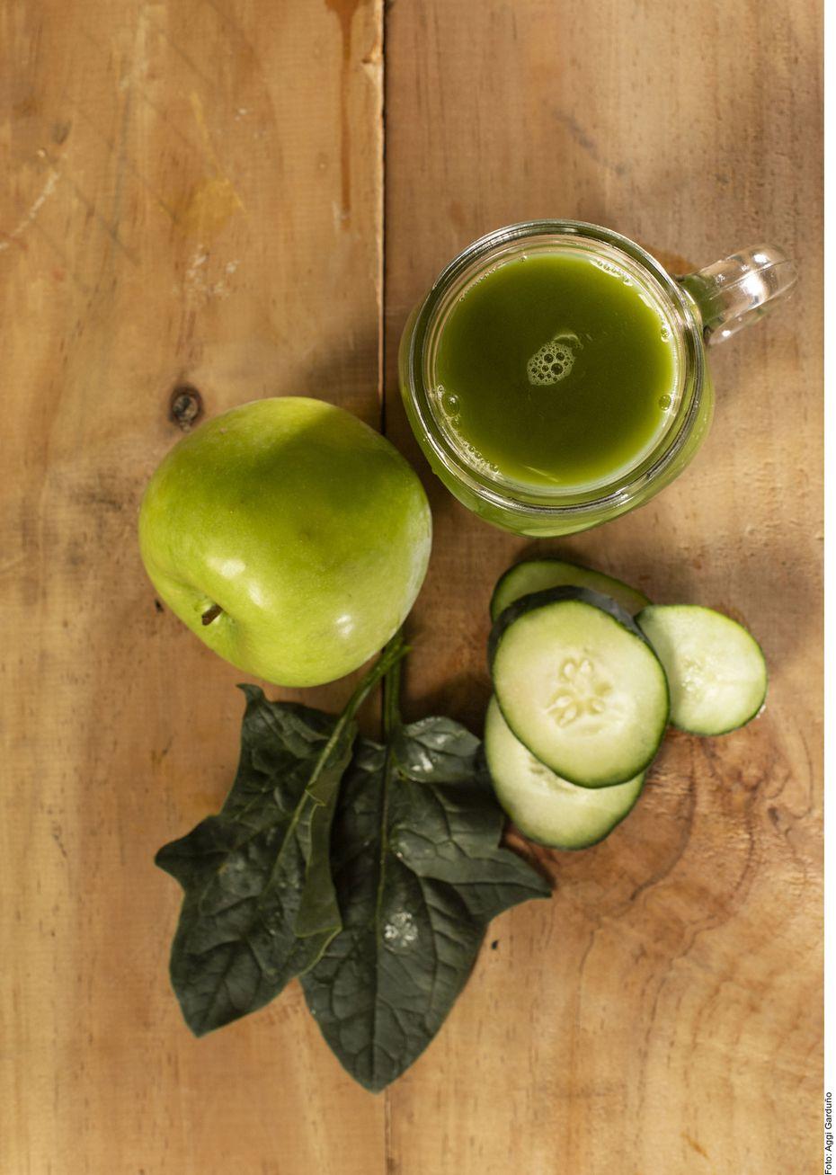 Para la jugoterapia puedes añadir fruta, pero con moderación para no hacer una bebida alta en azúcares.