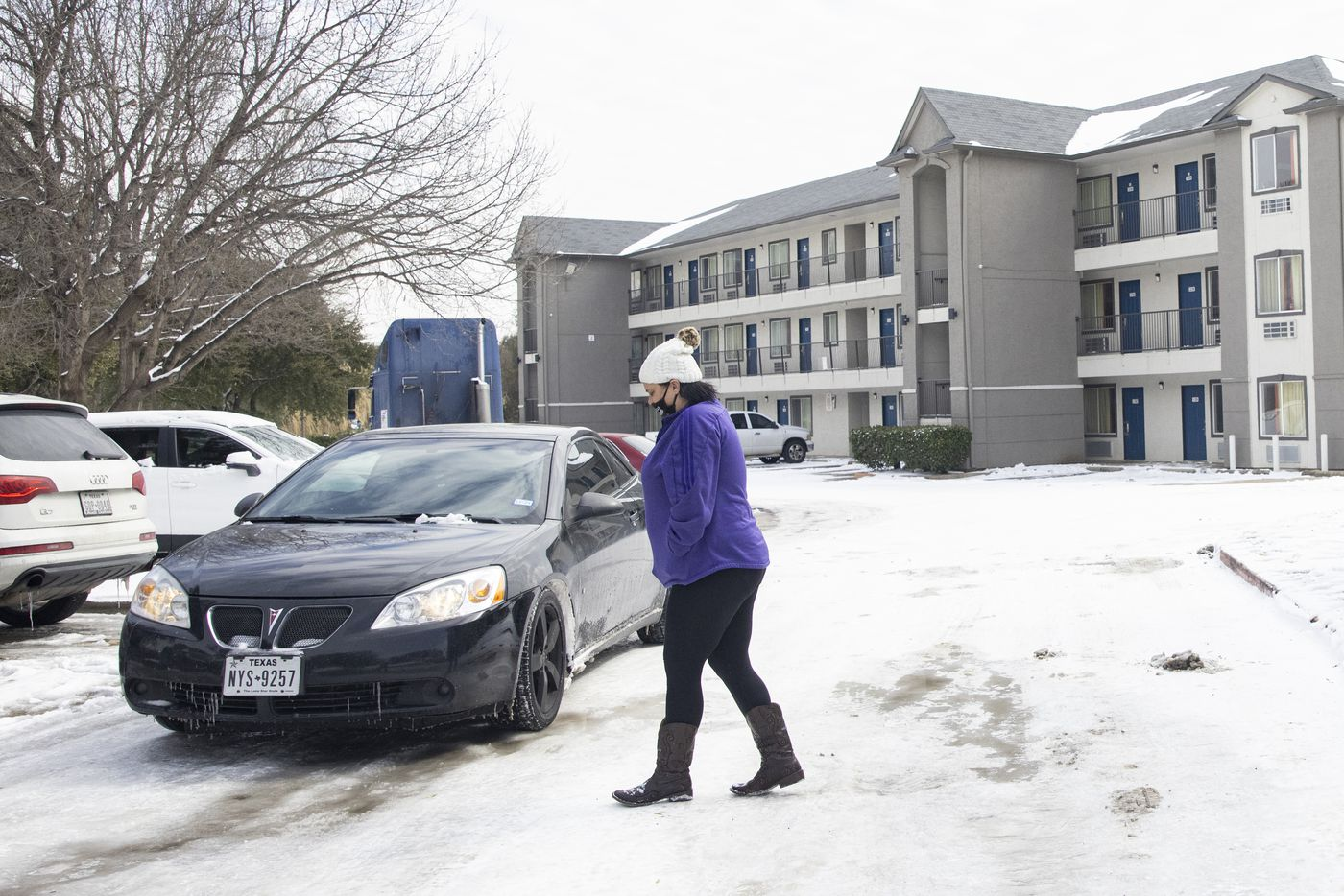 Jammie McGee from Dallas walks back to her car after finding out the Motel 6 in North Arlington she reserved a room from doesn't have power on Tuesday, Feb. 16, 2021. McGee said her Westmoreland Rd apartment lost electricity and water. (Juan Figueroa/ The Dallas Morning News)