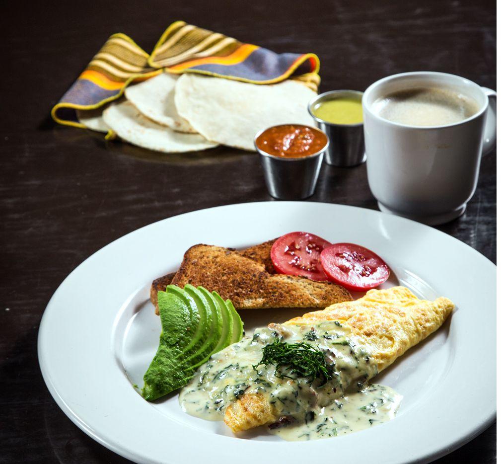 El omelette es un desayuno ideal, pues es una excelente fuente de proteína, y según los complementos que se elijan, puede convertirse en un platillo completo para cualquier hora del día. (AGENCIA REFORMA)