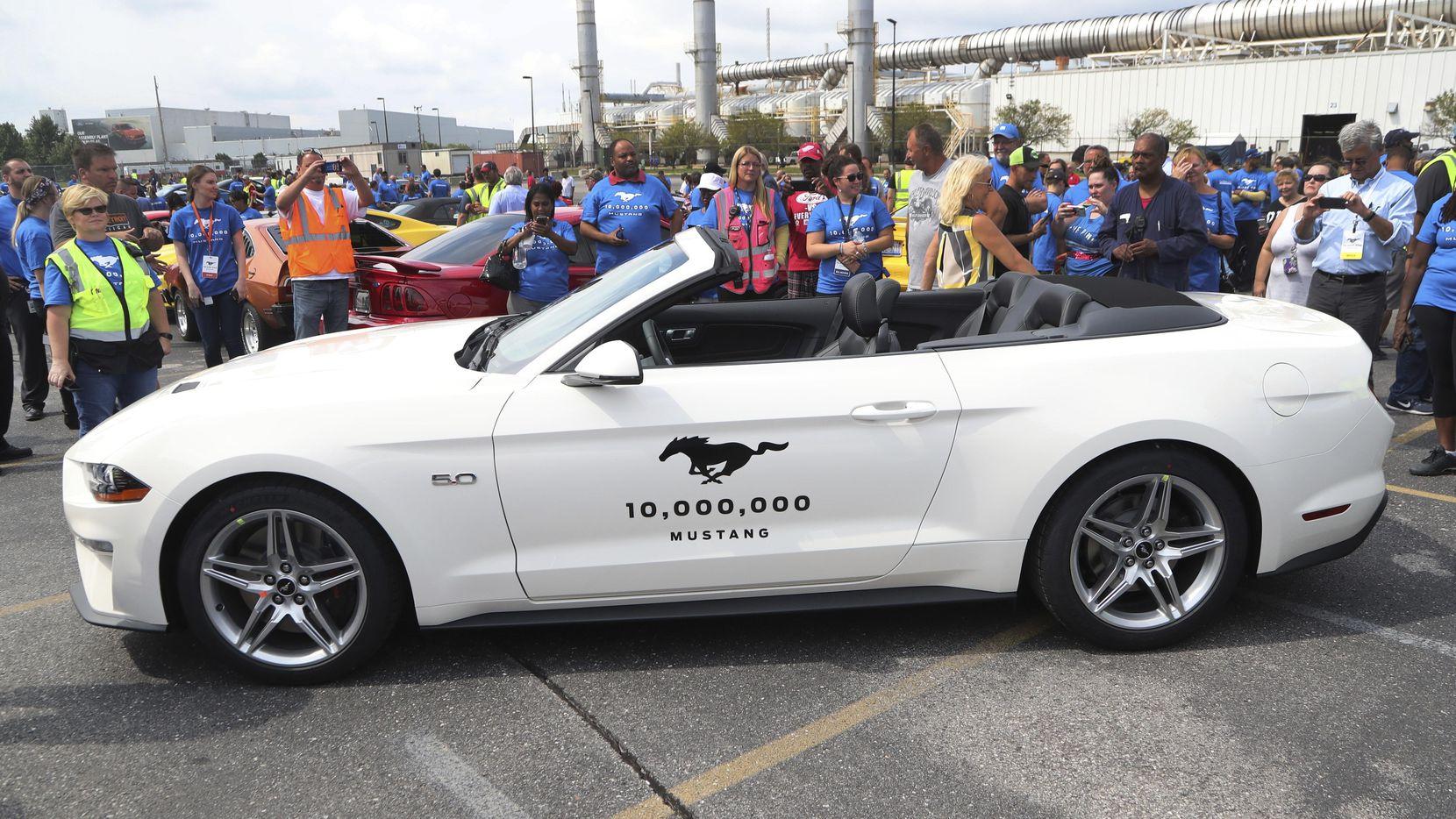 Un GT Mustang modelo 2019 es el auto 10,000,000 de esta línea de Ford Motors Co.(AP)