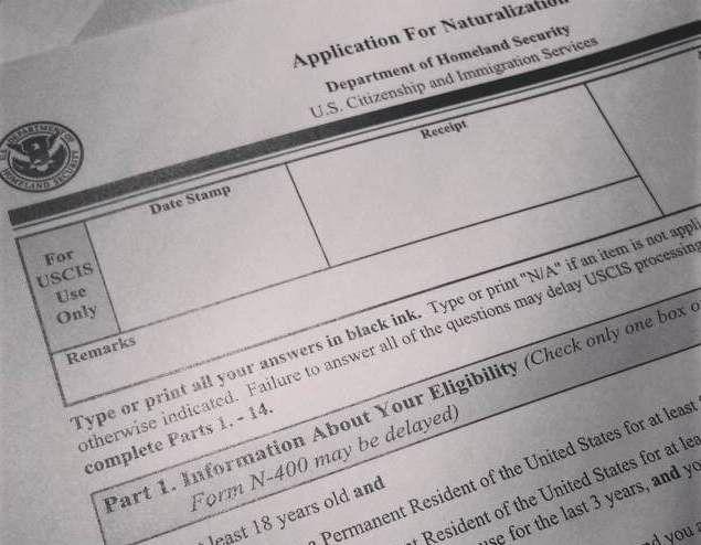 Formulario N-400 para solicitar la naturalización ante USCIS.