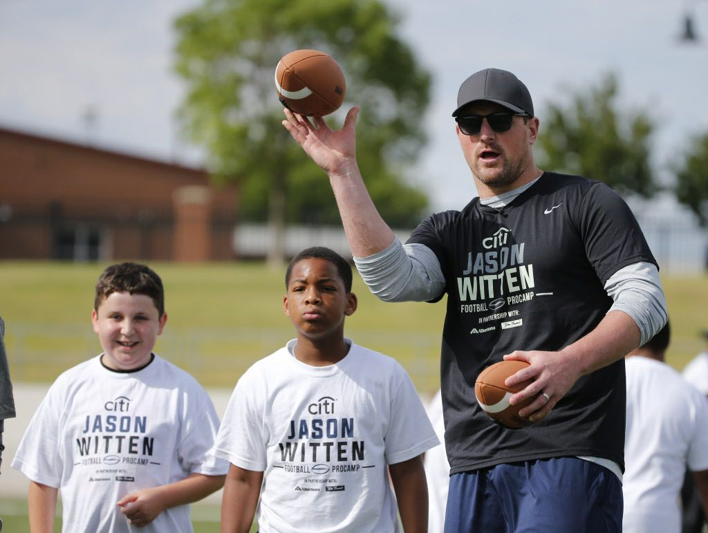 Dallas Cowboys player Jason Witten works with campers on their skills during the Jason Witten Football ProCamp at Northwest ISD stadium in Justin, Texas, on May 21, 2017. (Michael Ainsworth/Special Contributor)