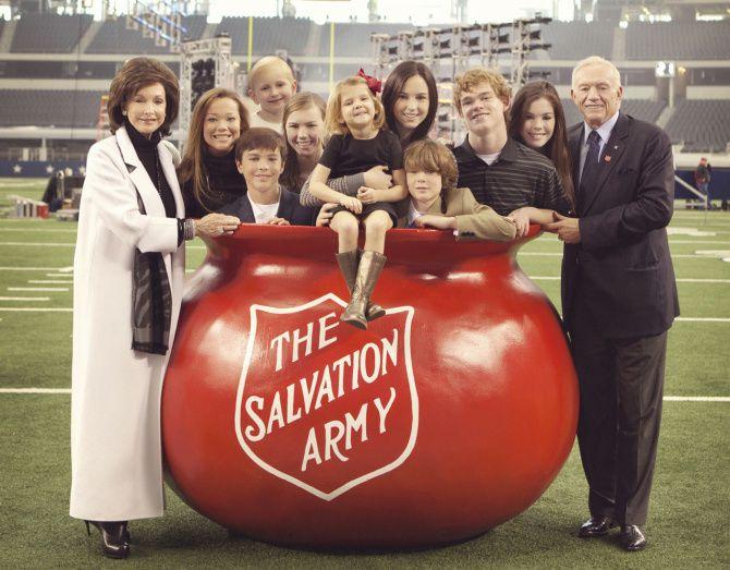 Cowboys owner Jerry Jones and wife Gene pose with their nine grandchildren (from left): Haley Anderson, John Stephen Jones, James Jones, Caroline Jones, Mary Chambers Jones, Jordan Jones, Paxton Anderson, Shy Anderson and Jessica Jones.