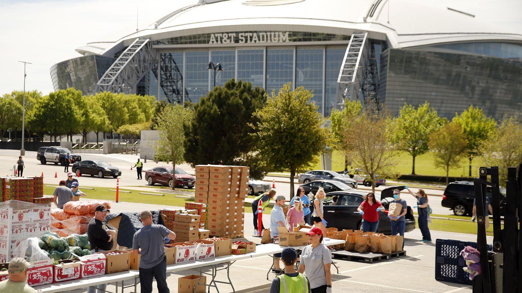 El North Texas Food continua la repartición de alimentos gratuitos a los largo de Dallas y condados cercanos del martes 2 hasta el viernes 5 de junio.