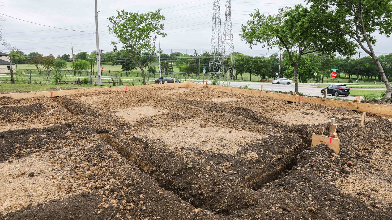 Empty lot with dirt from a groundbreaking on E. Elmore Avenue in Dallas on Thursday, April 29, 2021.(Lola Gomez/The Dallas Morning News)