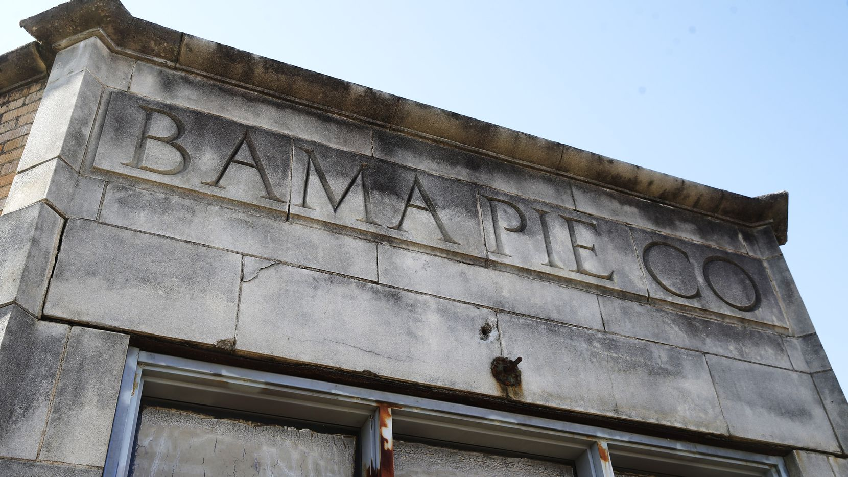 For 20 years the 1936 Bama Pie Co. building in South Dallas has been waiting for the Motorsports Museum that never materialized.