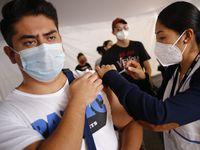 Los mexicanos inmunizados con Pfizer, Moderna, Johnson & Johnson, AstraZeneca, Moderna, Sinopharm y Sinovac podrán entrar a Estados Unidos por contar ya con la autorización de la OMS.