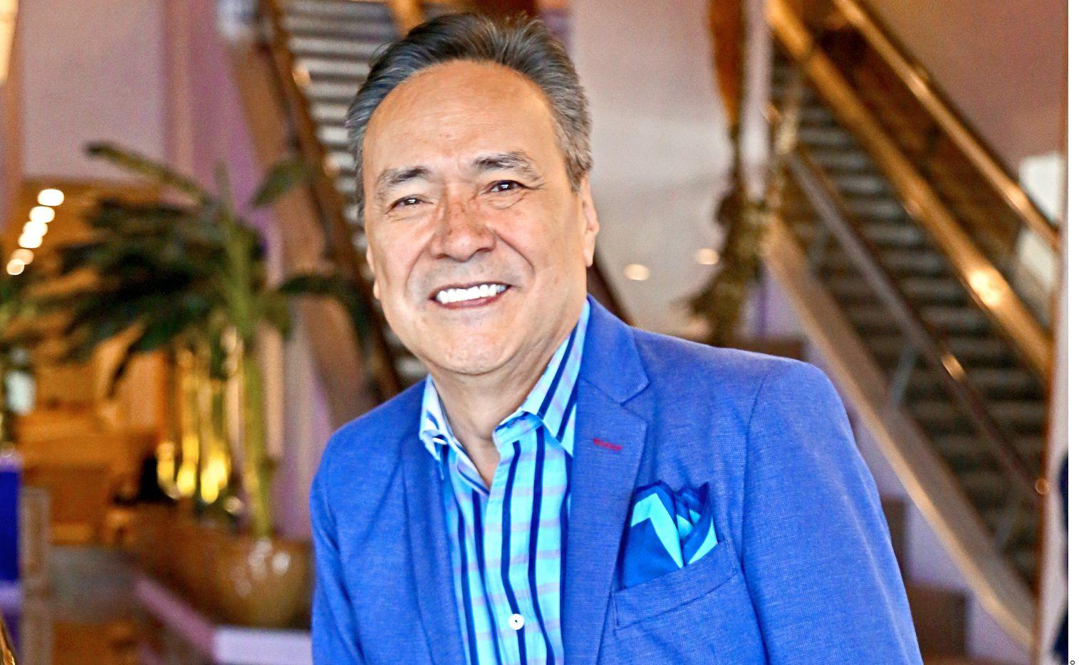 El cantante Yoshio sucumbe al coronavirus a los 70 años y colegas como Carlos Cuevas lo recuerdan. Su viuda, Marcela, no pudo despedirse.