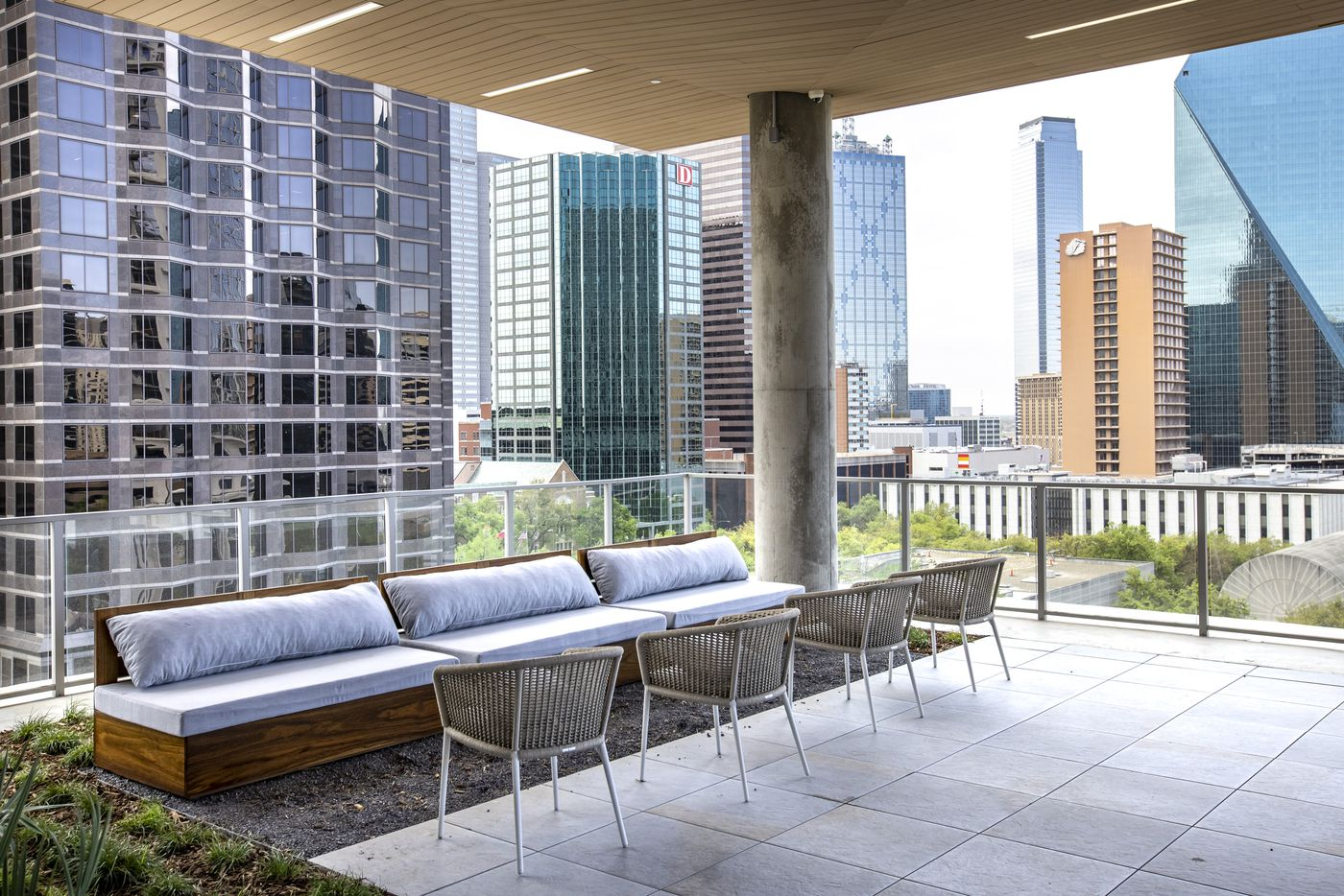 The 11th floor patio at the Atelier, a 41-story luxury residential building in the heart of the Dallas Arts District. (Lynda M. González/The Dallas Morning News)