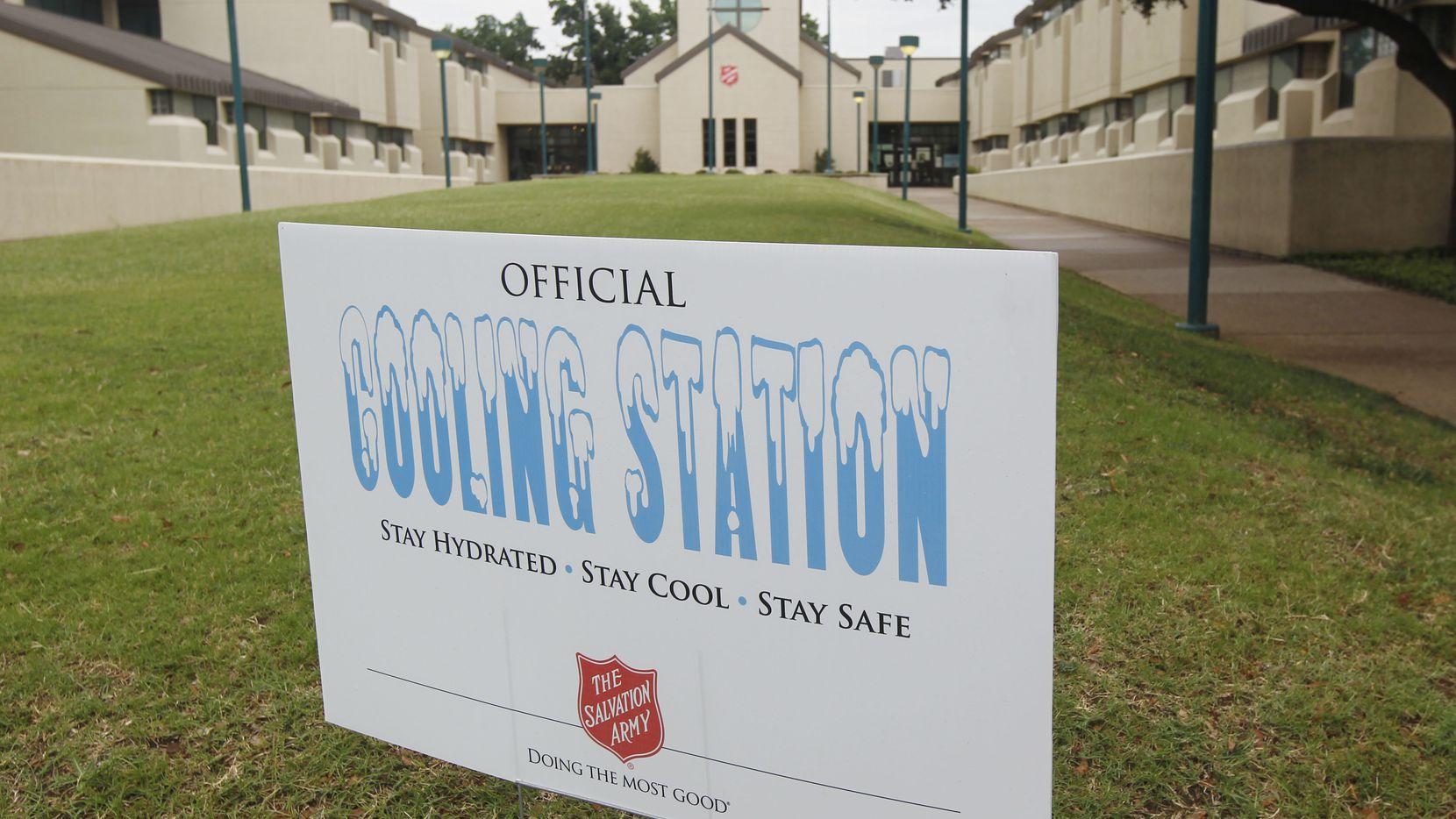 """Tres """"cooling stations"""" fueron instalados por el Salvation Army en Fort Worth pero en Dallas aún no se instalan las estaciones."""