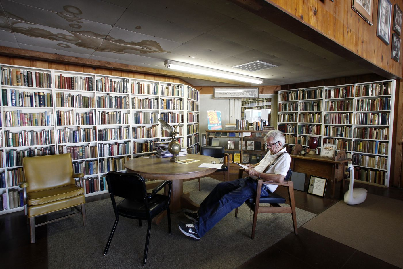 Pulitzer prize winning author Larry McMurtry relaxes and reads in Booked Up Inc. 1 bookstore, during the week before he auctioned off a major part of his book collection.