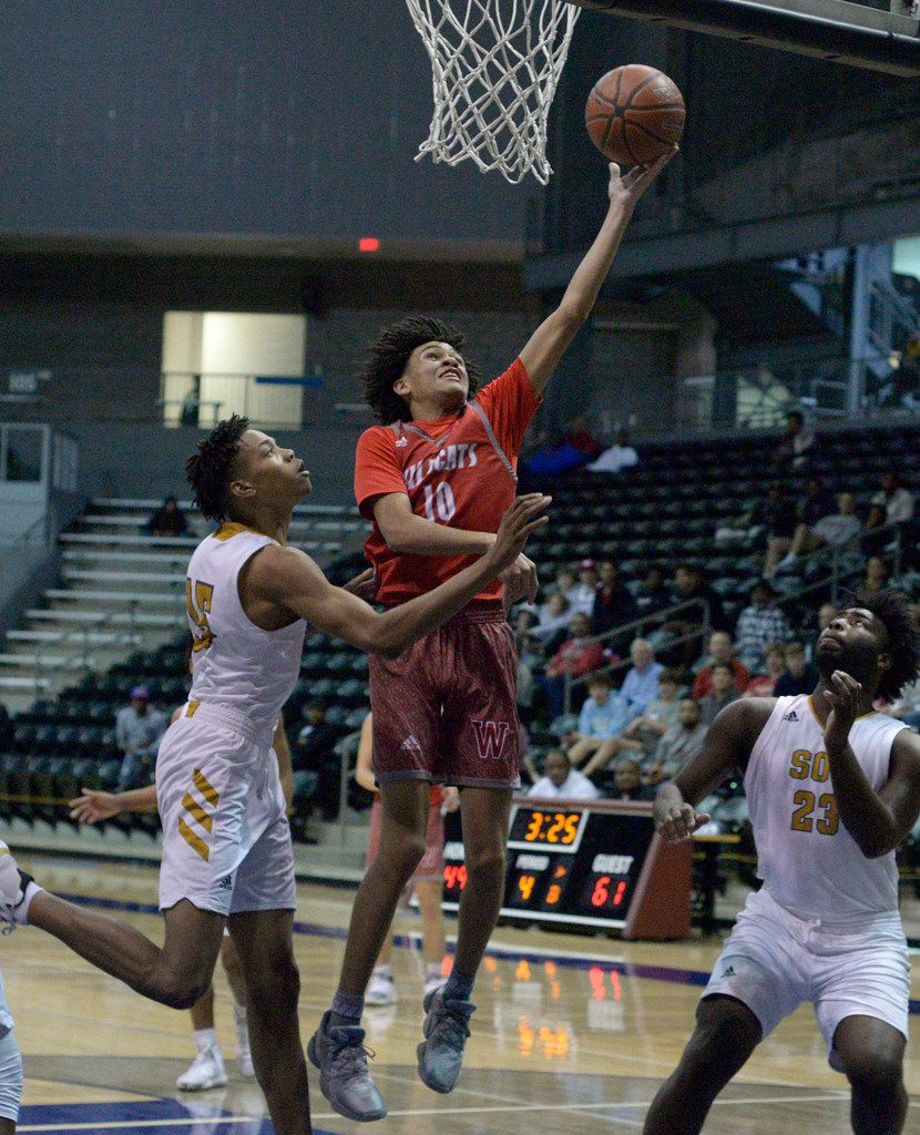 Woodrow Wilson's Grant Goosby (10) goes to the basket in front of South Oak Cliff's Travon English in the second half during the boys Class 5A bi-district playoff basketball game between South Oak Cliff and Woodrow Wilson, Tuesday, Feb. 25, 2020, in Dallas. (Matt Strasen/Special Contributor)
