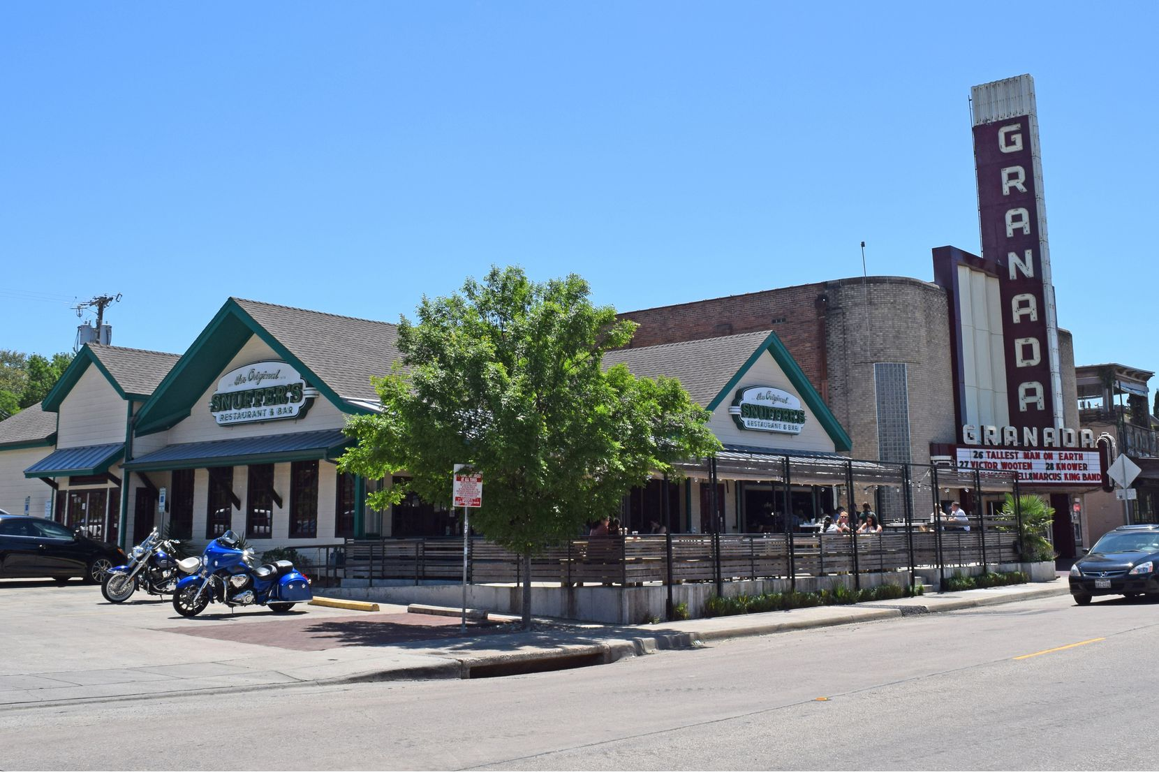 An investor purchased the Snuffer's Restaurant building on Greenville Avenue in Dallas.