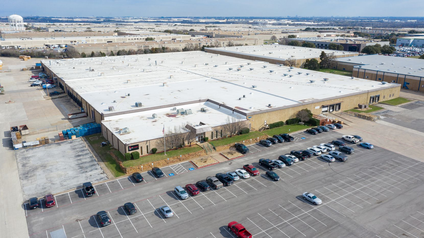 The Fountain Parkway warehouse is in the Great Southwest Industrial District.