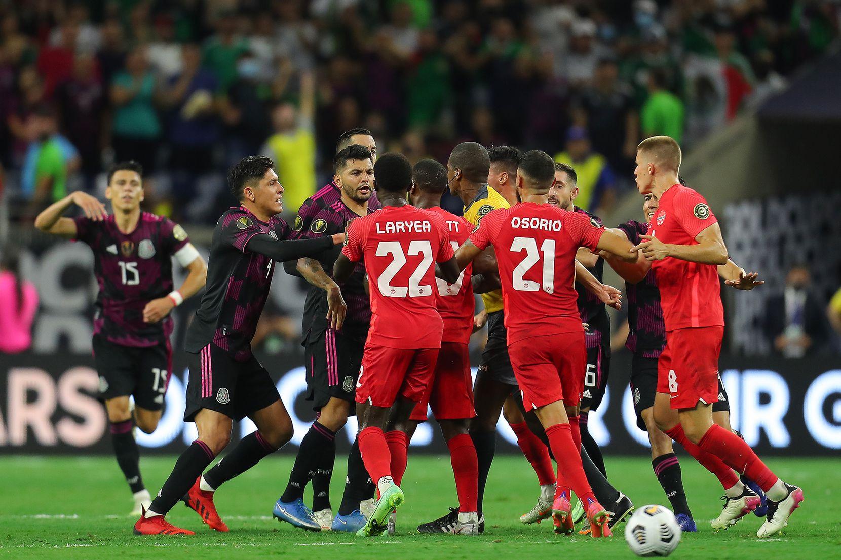 Poco antes de que concluyera el partido se desató una gresca entra las selecciones de México y Canadá. (Foto/Omar Vega)