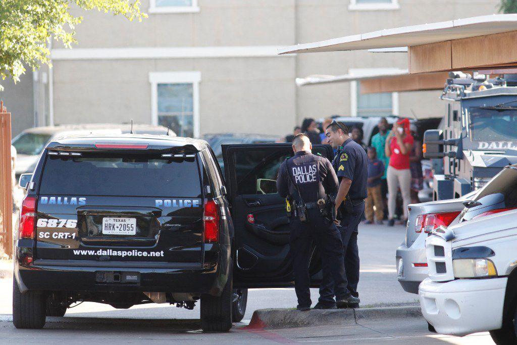 Dallas SWAT responds to a person barricaded in the Rosemont Cedar Crest Apartments in the 3300 block of  Summer Oaks Blvd in Dallas on Thursday. (David Woo/The Dallas Morning News